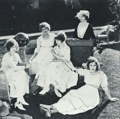 Mildred Harris, Mary Pickford, Lillian Gish, Mary Gish (mother), and Dorothy Gish. Early 1920s