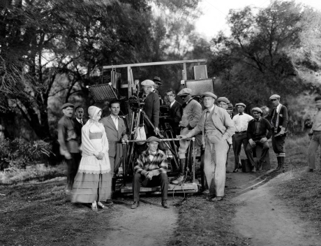THE SCARLET LETTER, Lillian Gish (hands clasped front left), Victor Sjostrom (aka Victor Seastrom) (hand in pocket front right) with the crew on-set, 1926