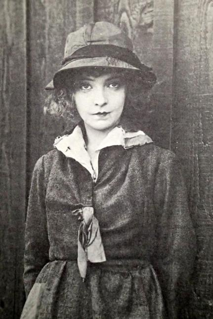 The Movies Mr. Griffith and Me (03 1969) - Hearts of The World 1918 — with Lillian Gish.