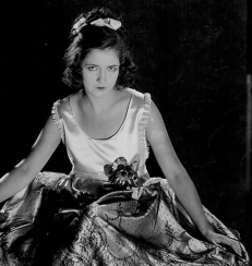 Portrait of actress Dorothy Gish wearing a satin dress, circa 1920-1930. (Photo by American Stock Archive/Moviepix/Getty Images)