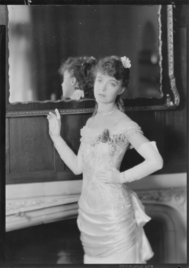 Laura Gilpin (1891-1979); Lillian Gish, Central City; 1932; nitrate negative; Amon Carter Museum of American Art; Fort Worth TX; P1979.240.1